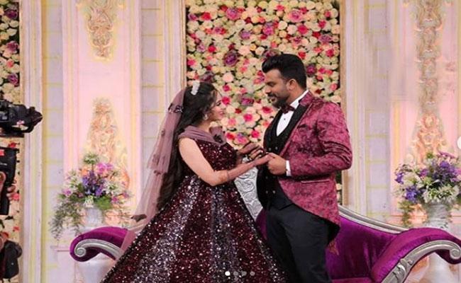 Kannada Bigg Boss Season 5 Winner Chandhan Shetty Ties with Niveditha Gowda - Sakshi