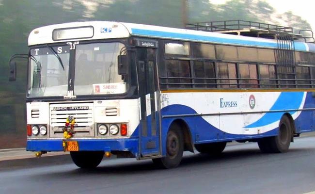 TSRTC Bus Narrow Escaped From Electrocution In Warangal - Sakshi