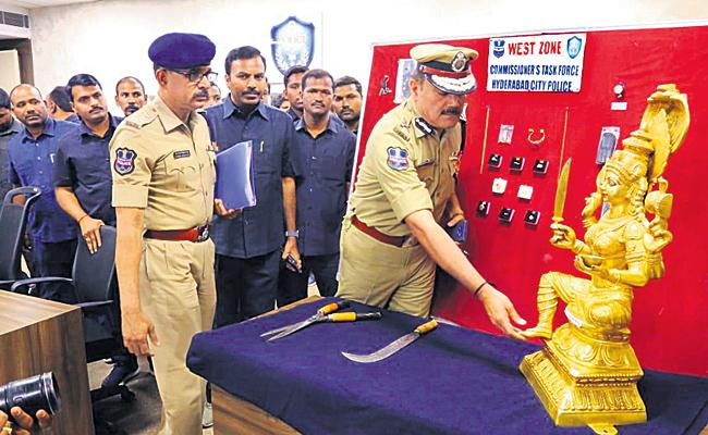 Panchaloha Statue Robbery Gang Arrested in Hyderabad - Sakshi
