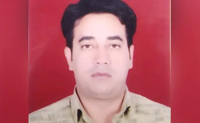 Delhi Clashes Intelligence Bureau Officer Found Dead in Chand Bagh - Sakshi