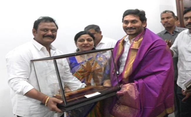 YS Jagan Releases Gandhiji Dream Is Possible For YS Jagan Edition In Amaravati - Sakshi