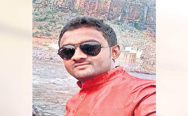 Man Came To Relative Marriage And Died In Road Accident - Sakshi