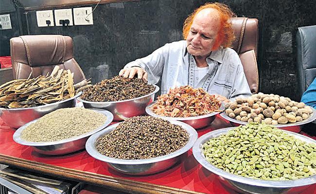 Garam Masala Prices Hike in Hyderabad Market - Sakshi