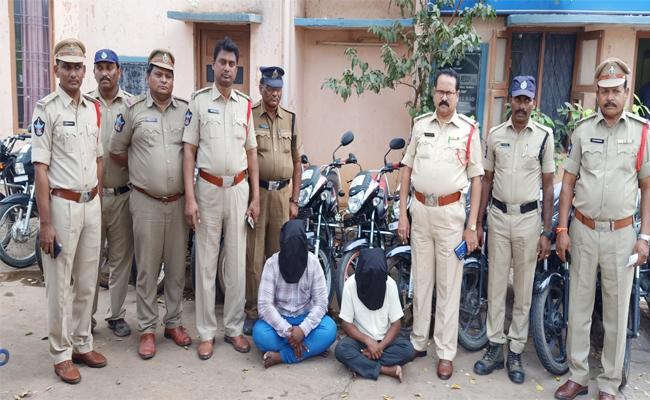 Bike Robbery Gang Arrest in SPSR Nellore - Sakshi