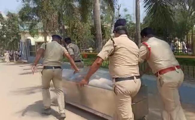 Inter Student Suicide In narayana College At Patancheru - Sakshi