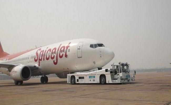 Spice Jet Plane Emergency Landing For Suspected Fuel Leak In Kolkata - Sakshi