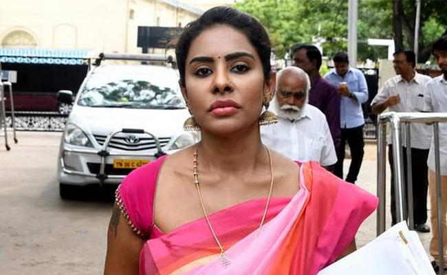 Sri Reddy Complaint in Chennai Commissionerate on Life Threats Case - Sakshi