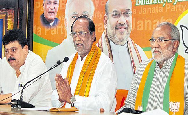 BJP Leader Laxman Comments On CM KCR - Sakshi
