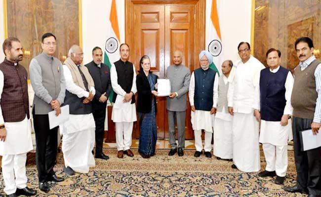 Sonia Gandhi Congress Party Delegation Meets President Over Delhi Clashes - Sakshi