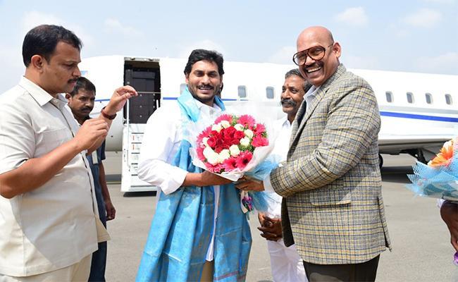 TG Venkatesh Special Thanks To CM Jagan Over Kurnool Judicial Capital - Sakshi