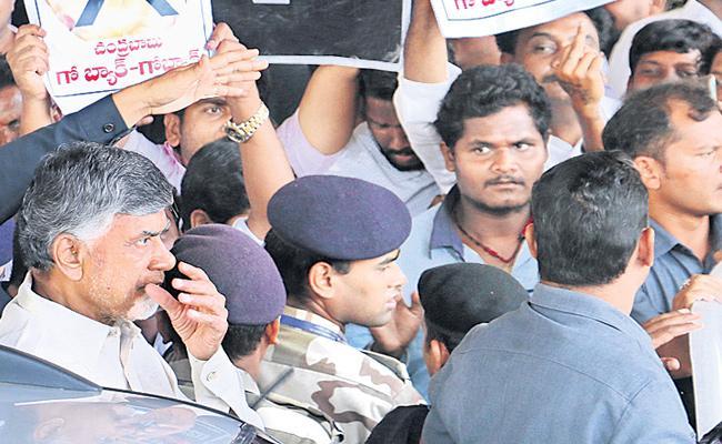 TDP Leader Chandrababu Naidu Fires On AP Police At Visakhapatnam - Sakshi