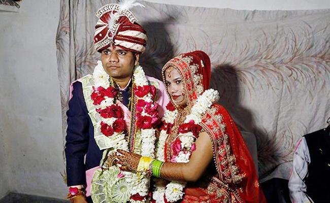 Muslim Neighbourhood Helps Hindu Bride Wedding Amid Delhi Clashes - Sakshi