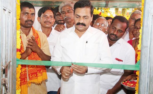 Kakani Govardhan Reddy Open Grain buying center SPSR Nellore - Sakshi