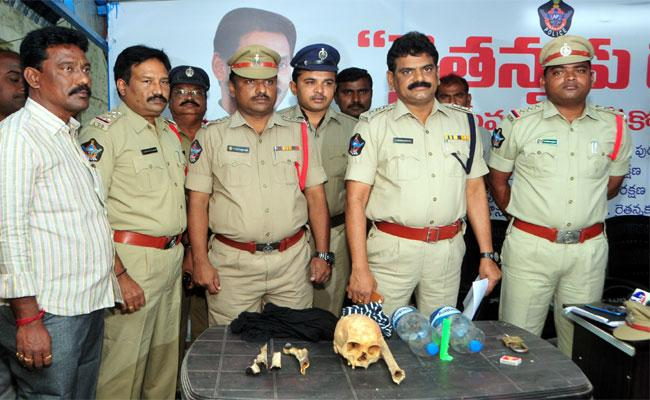 Police BustedKidnapping Case Of Young Woman In Kadapa - Sakshi