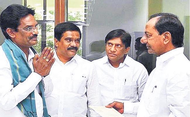 Kotapati Narsimha nayudu Request to KCR on NRI Policy - Sakshi