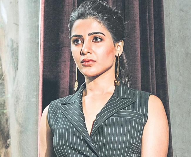 samantha completed ten years in film industry - Sakshi