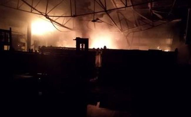 Fire Accident In Movie Shooting Set Perambur Tamil Nadu - Sakshi