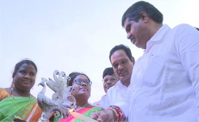 Avanthi Srinivas Inaugurates Araku Utsav 2020 At Visakhapatnam - Sakshi