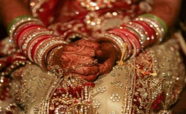 Bride Denies Marriage At Wedding In Wanaparthy District - Sakshi