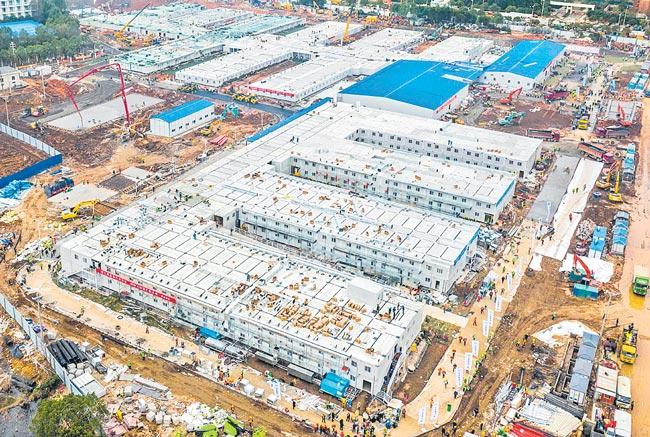 China Pledged to Build a New Hospital in 10 Days - Sakshi
