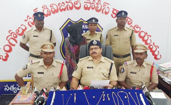Woman Thief Arrest in Prakasam - Sakshi
