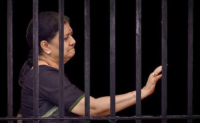 Sasikala Punishment One year Extended For Without Challan Tamil nadu - Sakshi
