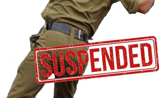 SI And Constable Suspended In Karimnagar - Sakshi