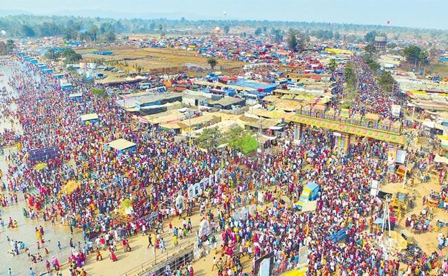 Sammakka Saralamma Jatara Starts Deities Reached Medaram - Sakshi