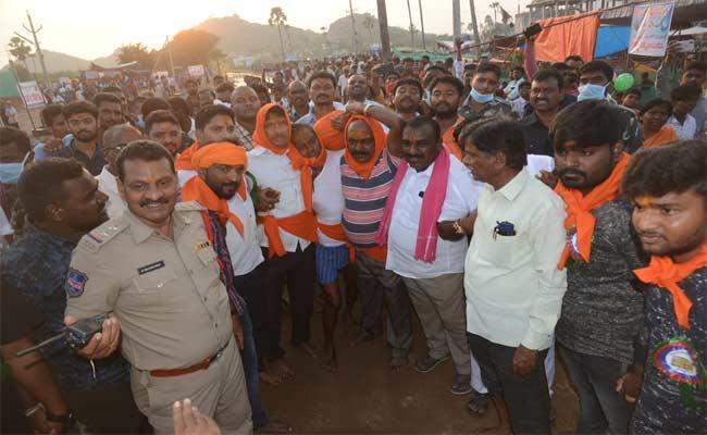 Medaram Jathara: Saralamma Reached To Gaddey - Sakshi