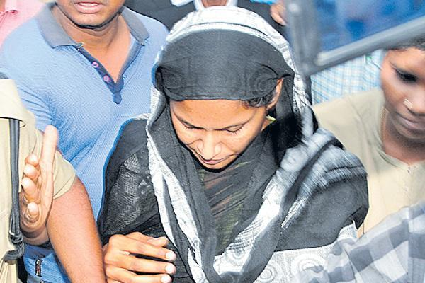 Swathi reddy Transfer to Palamuru jail From Nagarkurnool - Sakshi