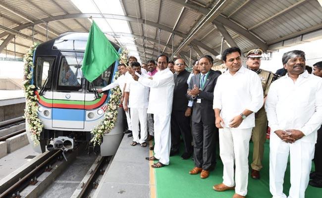 Telangana CM KCR Flags Off JBS-MGBS Metro  - Sakshi