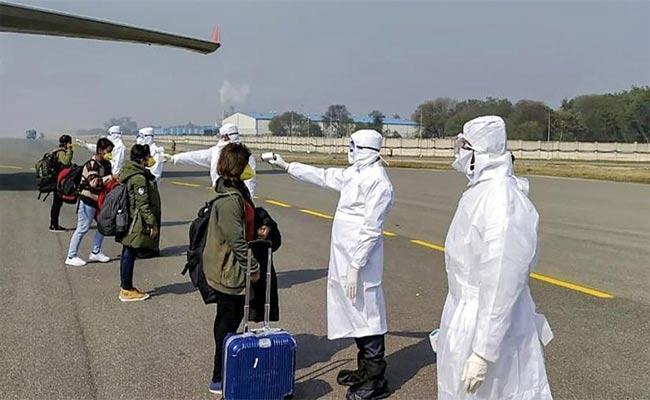 Chinese National Vomits on Pune Flight  Sent To Hospital To Test For Coronavirus - Sakshi