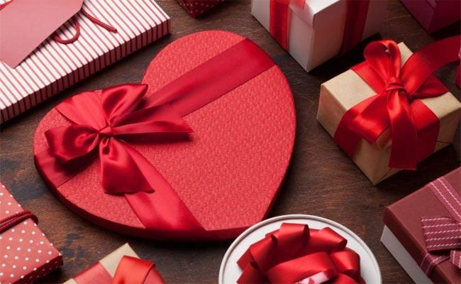 Most Popular Gifts For Valentines Day  - Sakshi
