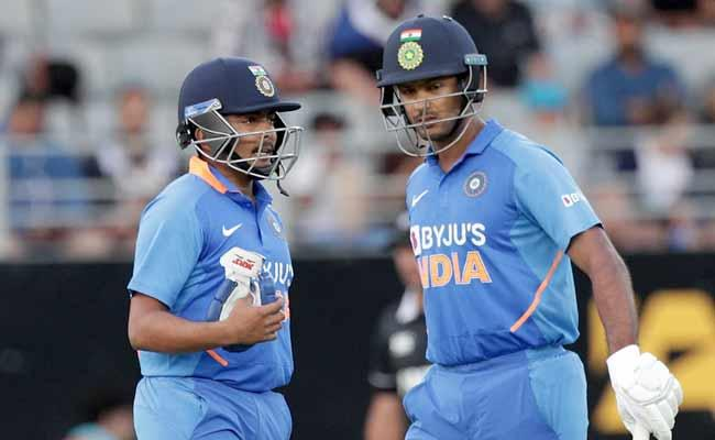 India Vs NZ: India Lose Openers Early In The Chase - Sakshi