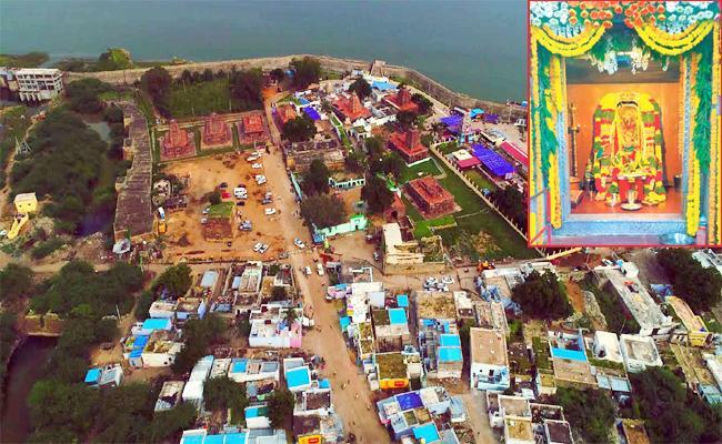 Political Unemployyes Focus on Jogulamba Temple Chairman Post - Sakshi