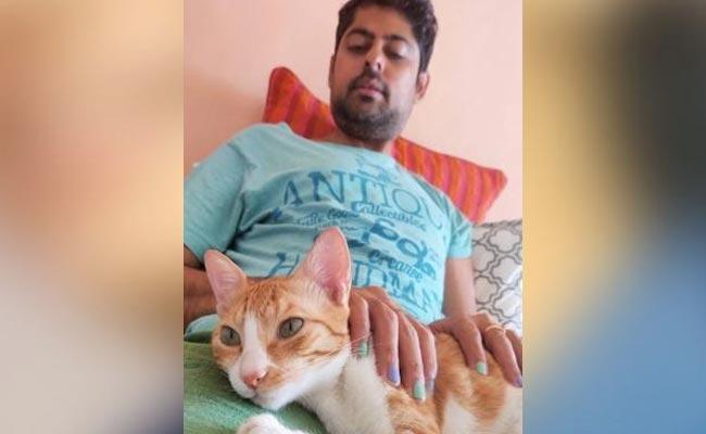 Varun Grover Shuts Trolls Says Wearing Nail Polish is His Choice - Sakshi