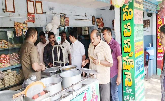 Vigilance And Enforcement Attacks on Shops in Nidadavolu - Sakshi