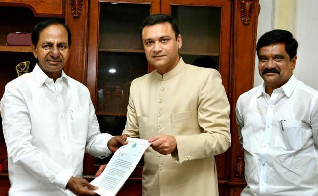 MLA Akbaruddin Meets CM KCR - Sakshi