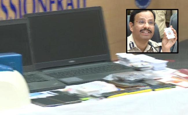 Six held for cheating banks in Hyderabad - Sakshi