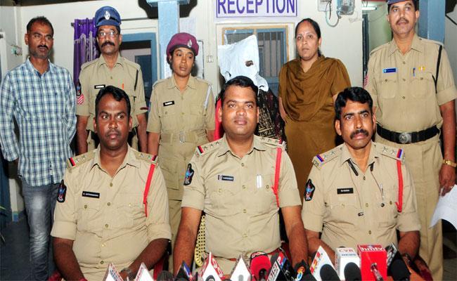 Police BustedLab Technician Srinivas Death Case - Sakshi