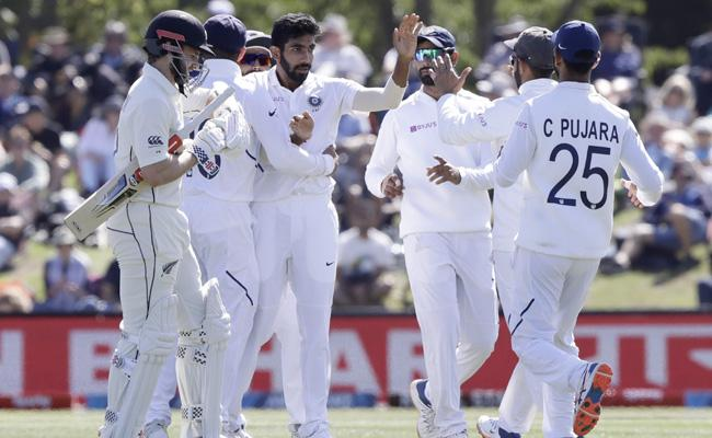 IND VS NZ 2nd Test: India lead by 7 runs New Zealand 235 all out - Sakshi