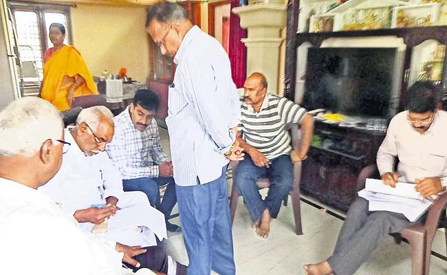 SIT and CID Investigation In TDP leader Lakshminarayana house - Sakshi