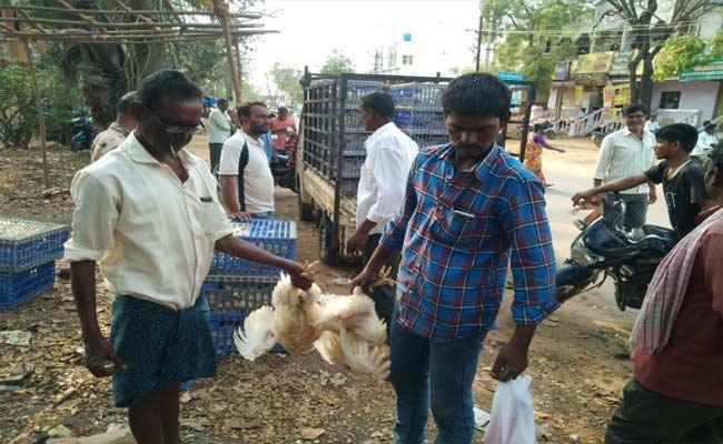 Chicken Price Reduced In Telangana Due To Corona Virus - Sakshi
