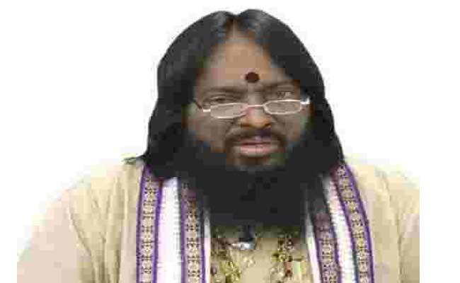 Person Molested Women After Taking Money In Khammam - Sakshi
