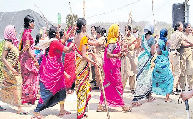Tribals Attempts to Attacked On Police - Sakshi