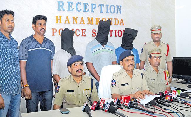 Three Arrested In Khammam Assistant Labor Officer Murder Case - Sakshi
