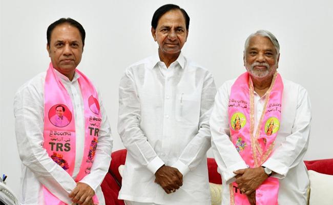 TRS Nominated K Keshava Rao And Suresh Reddy For Rajya Sabha - Sakshi