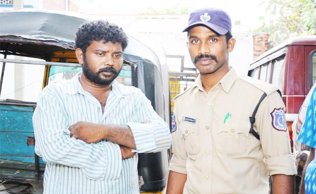 Boy Friend Knife Attack on Lover in Nalgonda - Sakshi
