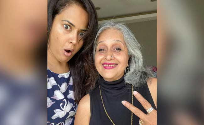 Sameera Reddy Taken Tik Tok Challenge With Her Mom In Law - Sakshi