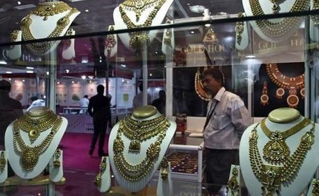Gold Price Tumbles In India - Sakshi